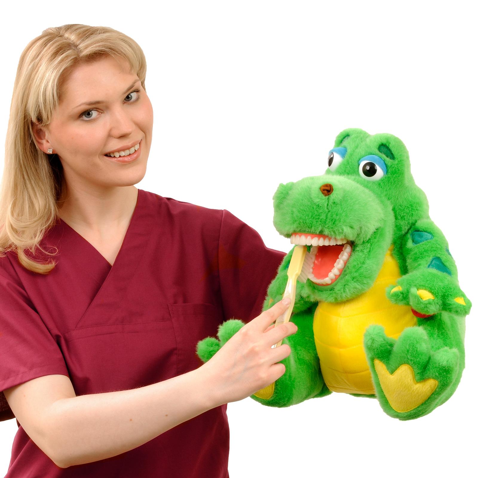 Kariesprophylaxe bei Kindern: Das Krokodil muss sich die Zähne putzen.