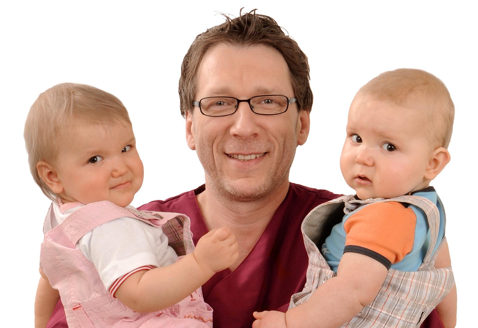 Kinderzahnheilkunde: Peter Schmidt mit Kindern